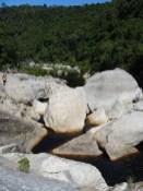 Im Oberlauf des Touw-River wird es steinig
