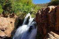 Am Dwarsriver wechseln immer wieder kleine Wasserfälle...