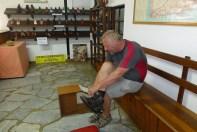 Anprobe in Strassbergers Schuhfabrik, der ältesten in Südafrika