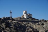 Der Alte Leuchtturm auf Shark Island in Lüderitz leuchtet schon lange nicht mehr. Das Leuchtfeuer wurde durch eine moderne Funkantenne ersetzt. Heute kann man in dem Gebäude übernachten.