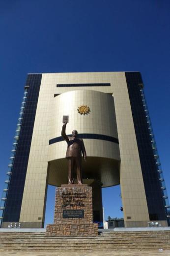 Das Unabhängigkeits-Gedenkmuseum, errichtet von Nordkorea, polarisiert sehr stark.