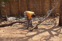 ... sondern auch das Aufbereiten des Feuerholzes ist Frauensache.