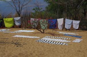 Frisch gewaschene Wäsche gehört in Malawi nicht zwangsläufig auf die Leine...