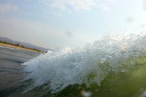 Bei ordentlichem Wind gibt es am Malawisee auch ordentlich hohe Wellen