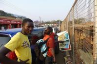 In Zomba schlendern wir mit Gift durch die Stadt.