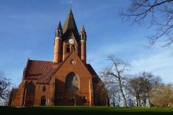 Über die Weihnachtstage präsentiert sich die Pauluskirche in Halle bei frühlingshaftem Wetter.