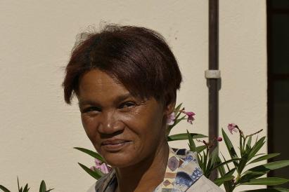 Elisabeth, Kylies Mutter, arbeitet auf der Farm