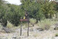 Die Grundstückseingänge in Botswana tragen nicht etwa Straßennamen und Hausnummern, sondern zum Teil recht einfallsreich gestaltete Plastiken.