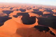 Die Dünen der Namib in der Abendsonne.