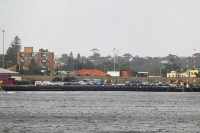 Ein verstohlener Blick in den Hafen – schade, das Wohnmobil ist nicht dabei.