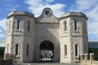 Der ehemalige Knast von Fremantle hat ein imposantes Eingangsportal. Wir waren drin...