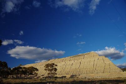 Sieht aus wie ein Goldbarren, es sind aber nur Abfälle des Goldbergbaus in Norseman.