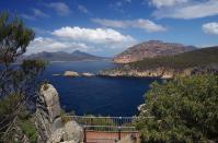 Vom Wanderweg am Cape Tourville bietet sich ein fantastischer Ausblick auf die Ostküste Tasmaniens.
