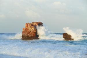 The Red Rock macht seinem Namen in der Abendsonne alle Ehre.
