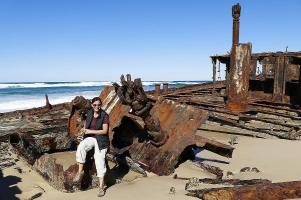 Am Strand von Fraser Island wurden nicht nur Autos versenkt. Hier sieht man das Maheno Schiffswrack am 75 Mile Beach.