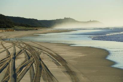 Am Teewah Beach muss man zeitig unterwegs sein...