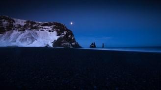 Reynisdrangar bei Nacht