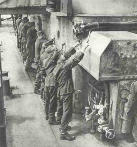 Deutsche Kriegsgefangene auf der Überfahrt nach England