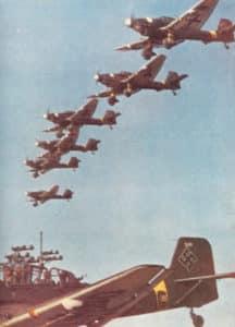 Kette von Ju 87-Sturzkampfbombern