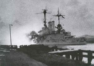 Linienschiff Schleswig-Holstein nimmt die polnischen Befestigungen auf der Westerplatte unter Beschuß