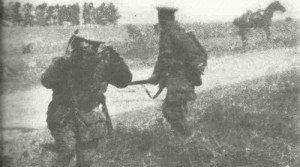 Britische Truppen unter Artilleriefeuer