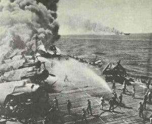 Belleau Wood brennt nach Kamikaze-Treffer