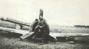 Abgeschossener französischer Curtiss Hawk Jäger
