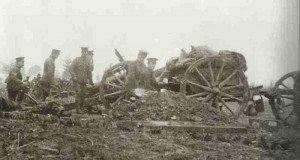 Britische 18-Pfünder Feldgeschütze bei Ypern,