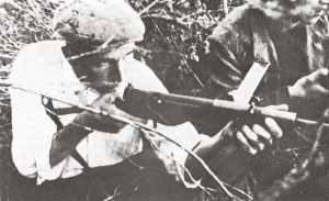 französischer Resistance-Kämpfer mit einer Sten MP