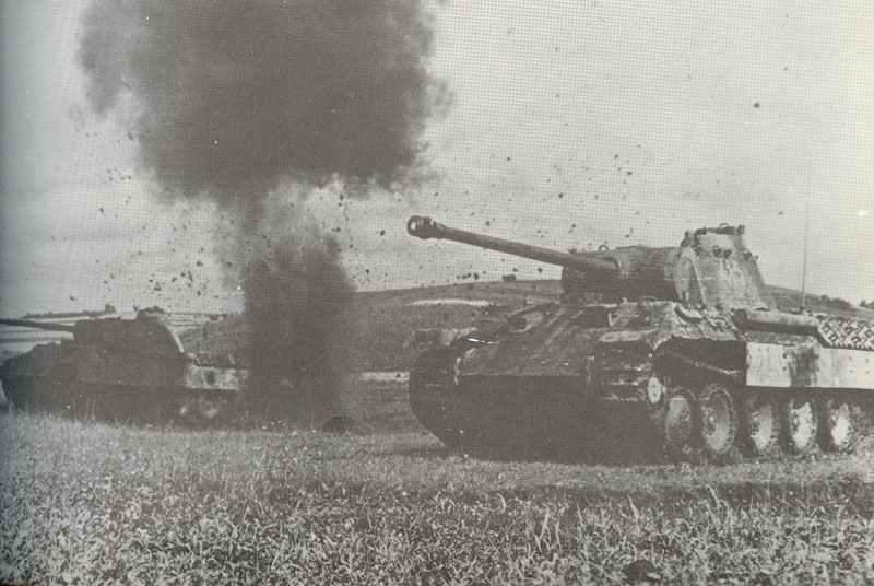 Panther-Panzer unter Beschuß