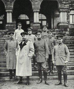 Hindenburg und sein Stab im Osten