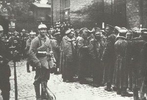 Bei Lodz gefangengenommene russische Soldaten