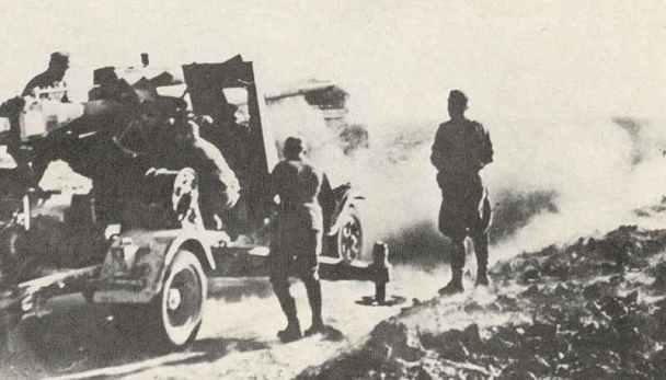 nicht abgeprozte Flak 88 feuert auf feindliche Ziele