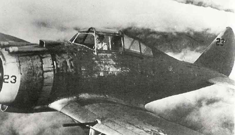 Seversky P-35 mit olive-farbener Tarnbemalung