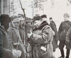 Inspektion russischer Soldaten an der finnischen Front