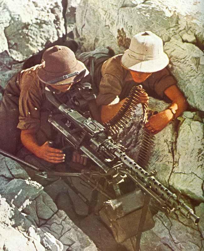MG 34 auf Dreibein mit Zielfernrohr