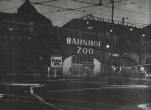 Bahnhof Zoo während der Verdunkelung