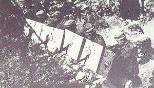 Schützengraben mit Stahlplatten