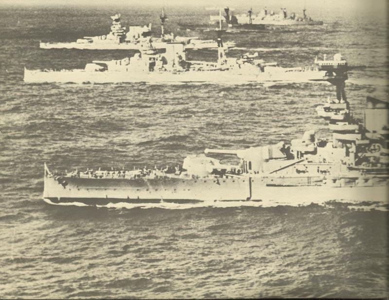 Sechs britische Schlachtschiffe bei Manövern
