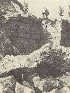 Deutsche Soldaten üben in felsigem Gelände