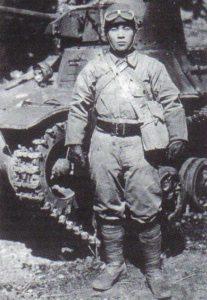 Besatzungsmitglied eines japanischen leichten Panzer Typ 95 Ha-Go
