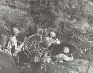 Japanische Infanterie mit einem 6,5mm Typ96-Maschinengewehr
