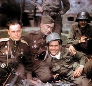 Russen und US-Soldaten bei Torgau