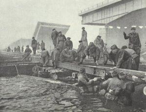 Russische Pioniere an der Oder
