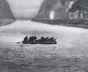 Deutsche Sturmtruppen überqueren den belgischen Albert-Kanal
