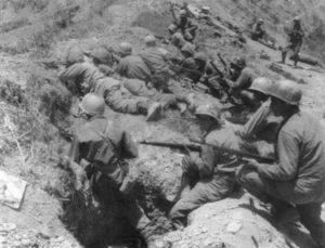Schützen-Zug der US-Infanterie auf Okinawa