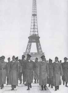 Hitler auf Besichtigungsreise in Paris