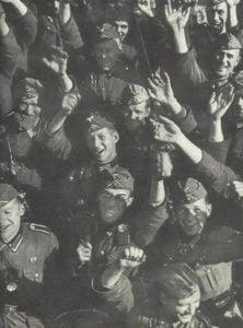 jubelnde deutsche Soldaten