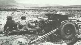 US 37-mm M3 Panzerabwehrkanone zu Beginn der Schlacht von Kasserine