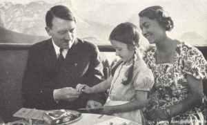 Hitler mit seiner Schwester und einem Kind